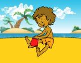 Criança brincando na areia