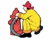 Bombeiro na boca de incêndio