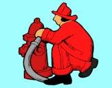 Desenho Bombeiro na boca de incêndio pintado por Valeriah
