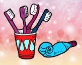 Escovas e pasta de dentes