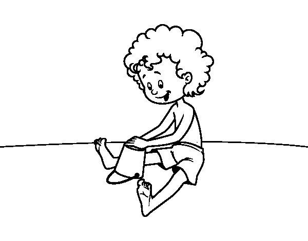 Desenho de Criança brincando na areia para Colorir